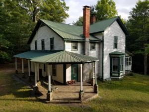 27 Red Wing Rd, Adirondack, NY 12808